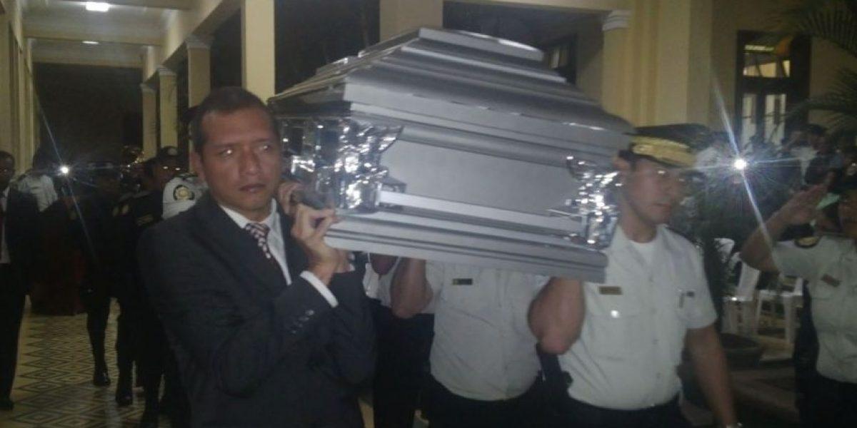 Fotos. Ministro de Gobernación participa en honras a policía asesinado