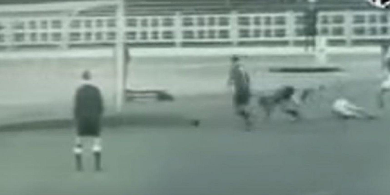 Los belgas Rik Coppens y Pieters inventaron la jugada en un partido contra Islandia, previo al Mundial de 1952 Foto:Twitter