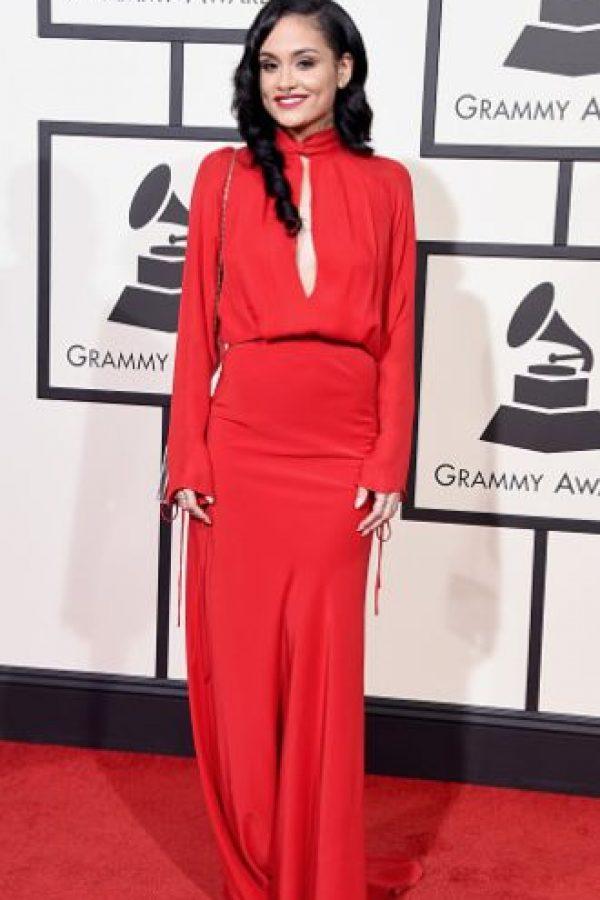 Kehlani, con un vestido que en teoría hubiera podido funcionar. Pero que en la práctica tiene bastantes problemas de ajuste, de silueta y textura. Foto:vía Getty Images