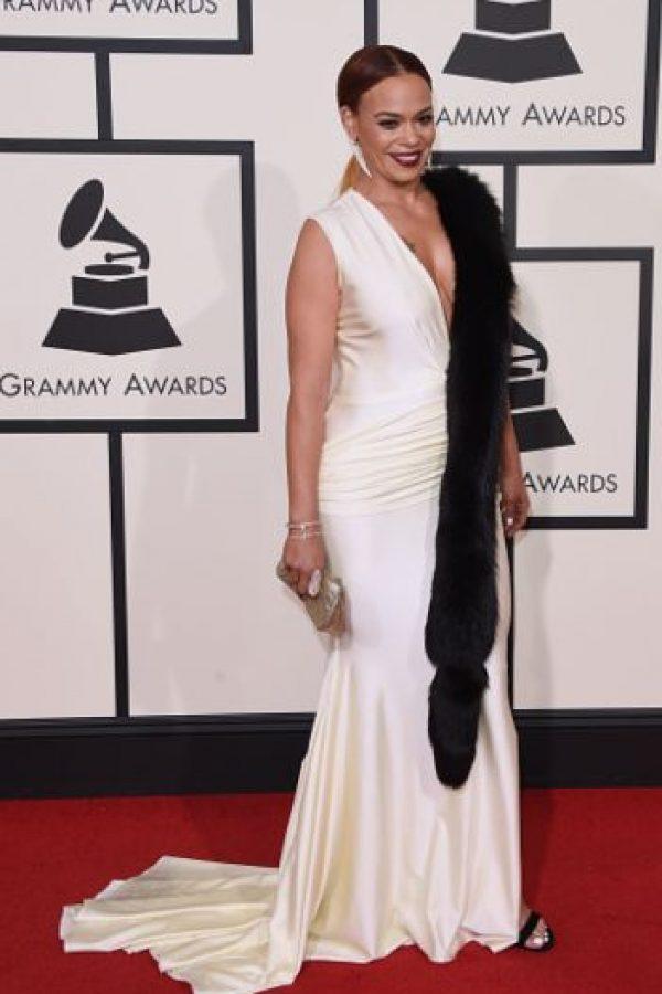 Faith Evans mató a Pepe Le Pew y lo pegó con cinta adhesiva a su vestido de Jean Harlow Foto:vía Getty Images