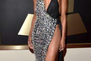Otro hubiese sido el material del vestido metálico y negro de Ciara y hubiese funcionado. Foto:vía Getty Images