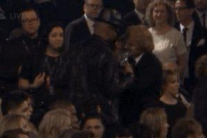 8. Abrazo entre Ed Sheeran y The Weekend Foto:Vía Youtube TNT