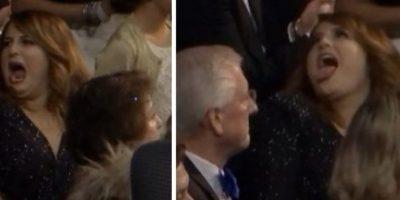 15. Megan Trainor haciendo gestos a su padre. Foto:Vía Youtube TNT