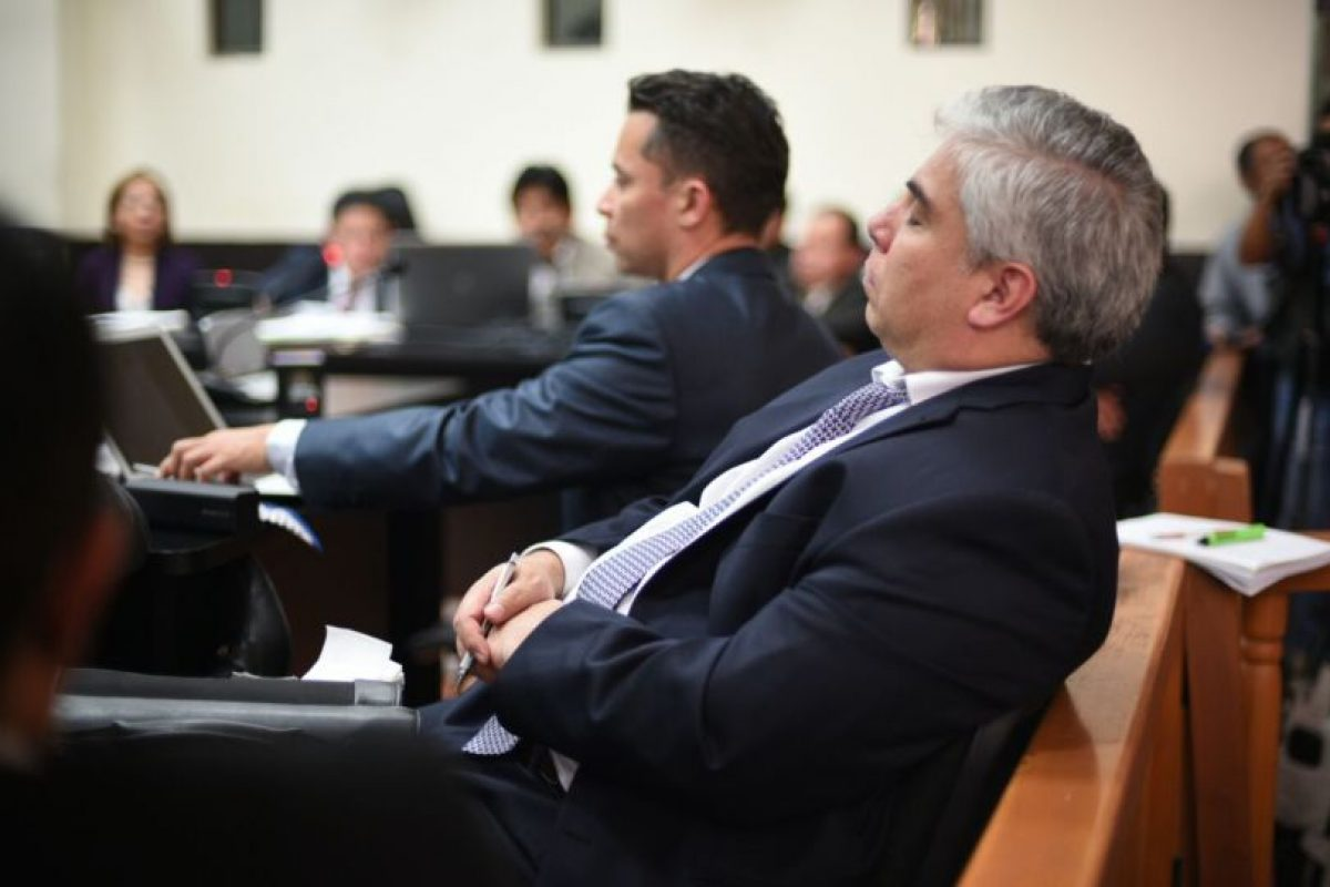 """Frank Trujillo, representante de Aceros de Guatemala, S. A. pudo """"pestañar"""" en la audiencia. Foto:Oliver de Ros"""