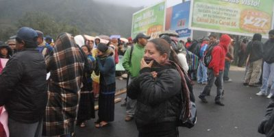 Los guatemaltecos han optado por abrigarse bien ante las bajas temperaturas en el país. Foto:Publinews