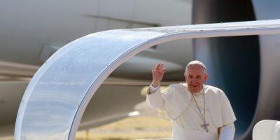 El papa Francisco saluda a los fieles católicos en México. Foto:AFP