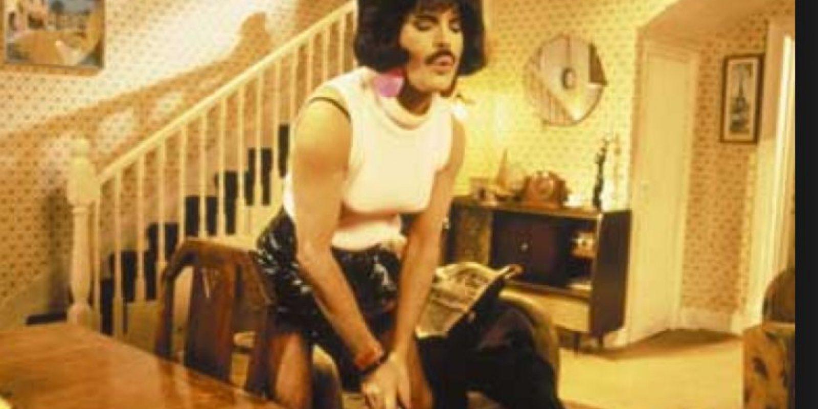Freddie Mercury también es famoso por este video. Foto:vía Queen Vevo