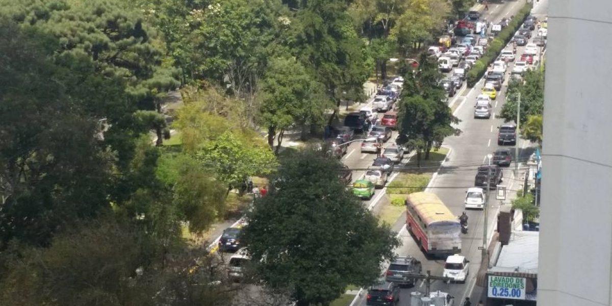 Caravana de vehículos con pancartas en apoyo a militares retirados
