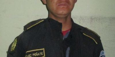 Roba uniforme de policía, se emborracha y escandaliza