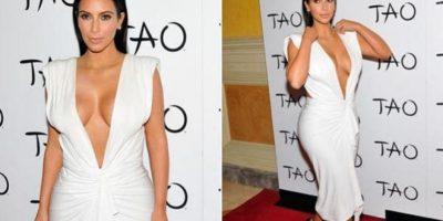 Con una foto privada, Kim revela que el truco de su perfecto pecho es cinta adhesiva