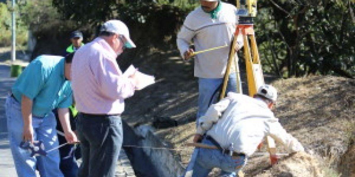 """Municipalidad de Mixco soluciona el problema de las """"cavernas"""" del bulevar San Cristóbal"""