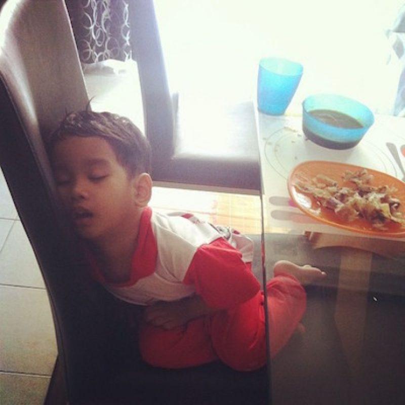 """Los niños de """"Mi bebé se quedó dormido"""" y su divertida manera de descansar Foto:Instagram.com/explore/tags/mychildrenoutofcharge/"""