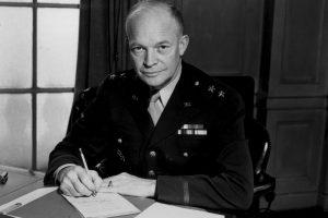 El 3 de enero de 1961 el presidente de Estados Unidos Dwight D. Eisenhower, rompe relaciones con Cuba y ordena el cierre de la embajada. Foto:Getty Images