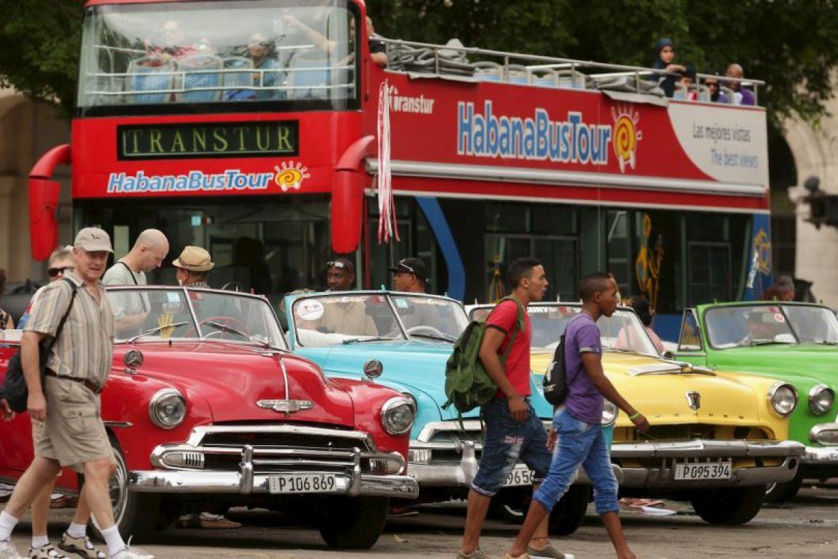 En 2004, Estados Unidos aprueba nuevas restricciones de viajes a la isla y aumentan las ayudas a los disidentes. Foto:Getty Images