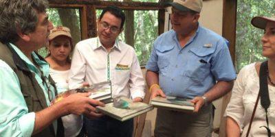 Presidente de Costa Rica se interesa por historia guatemalteca y visita El Mirador