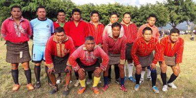 Por esta razón, el Deportivo Xejuyup usa el traje típico como uniforme