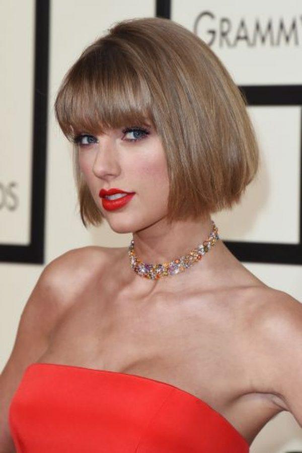 La rubia que arrasó en los pasados premios Grammy quiso demostrar su apoyo a Kesha debido a que un juez desestimó su petición de romper el contrato exclusivo que la liga al productor Dr. Lucke. Foto:Getty Images