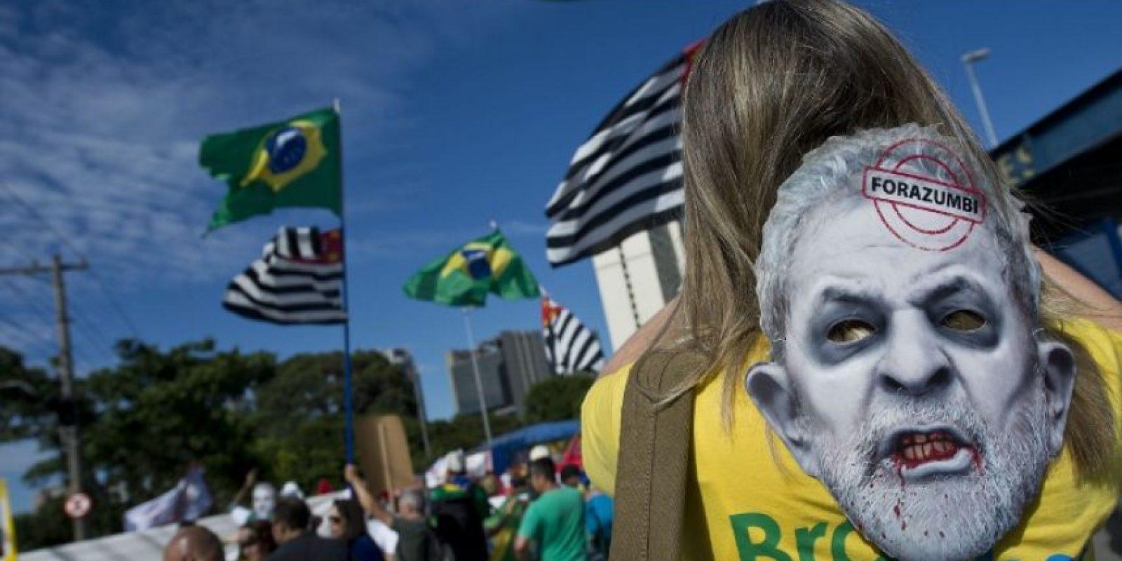 Decenas de personas protestan en Brasil contra la corrupción. Foto:AFP