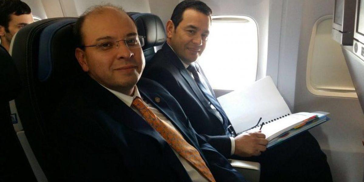 Presidente Jimmy Morales viaja a Washington en vuelo comercial y en clase económica