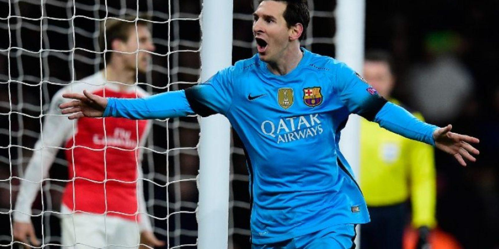 El argentino Lionel Messi anota su primer gol a Petr Cech. Foto:AFP
