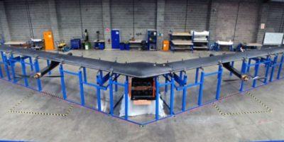 Tiene el tamaño de un Boeing 767 (avión comercial), sin embargo, utiliza materiales ligeros que permiten que pesan menos de un coche. Foto:Vía facebook.com/zuck