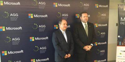 Roberto Marroquín, Gerente General de Microsoft Guatemala (izquierda), y Álvaro Urruela, Gerente General de la AGG. Foto:Publinews