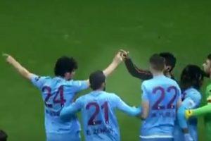 El Trabzonspor terminó el partido con siete futbolistas en la cancha. Foto:Twitter