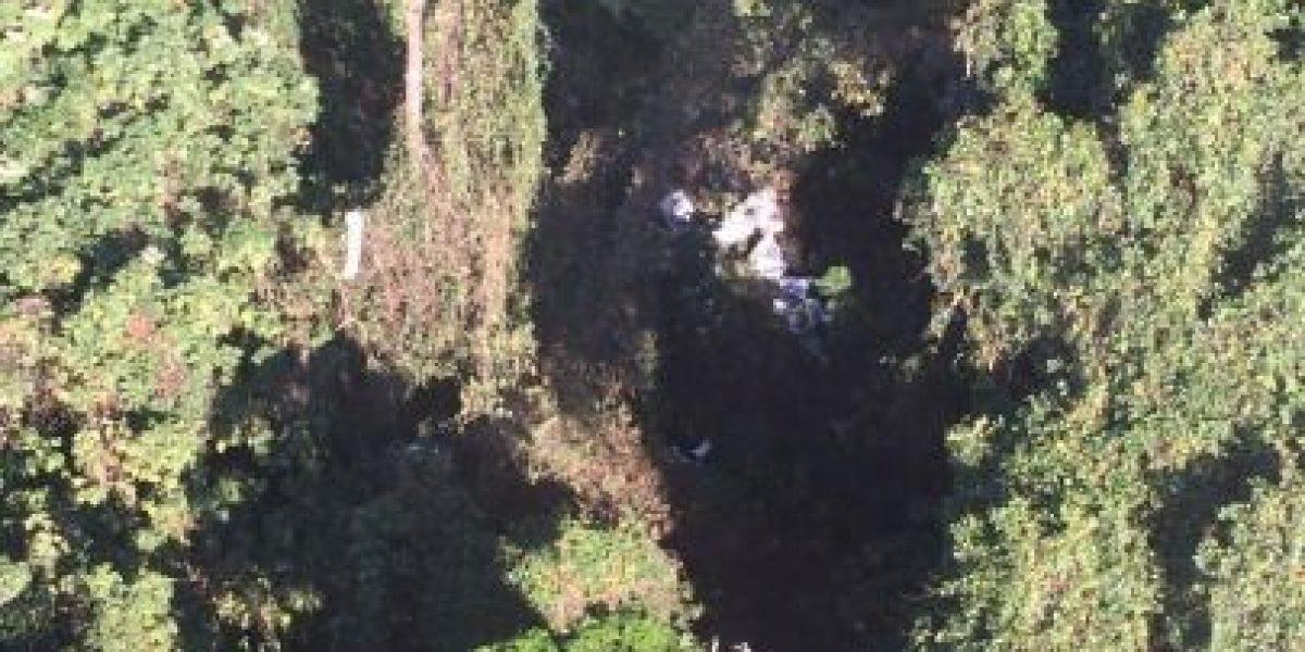 Bomberos de Guatemala localizan destrozada una avioneta que cayó en el volcán de Agua, febrero 2016