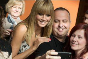 El estudio, presentado en la 64 Conferencia Anual de la Asociación Internacional de Comunicación en Seattle, en 2014, destaca específicamente que las mujeres más expuestas a selfies y otras fotografías en Facebook tenían una opinión menos positiva sobre su cuerpo. Foto:Getty Images