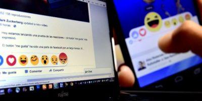 Facebook lanzó mundialmente sus iconos de reacciones. Foto:AFP