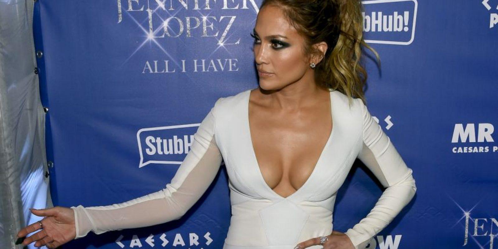 """Jennifer Lopez. Luego que la precandidata anunciara su carrera política """"Estoy muy emocionada por la noticia. Creo que ya es hora de que haya una presidenta"""", dijo la cantante al sitio E!"""