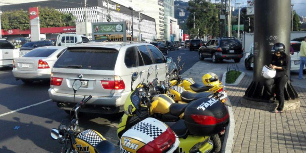 Don Ángel propuso una idea revolucionaria de transporte con los moto taxis