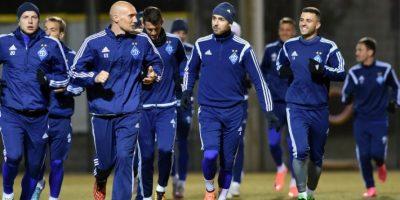 Jugadores del Dinamo de Kiev en un entrenamiento previo a un partido de Champions League contra el Manchester City. Foto:AFP