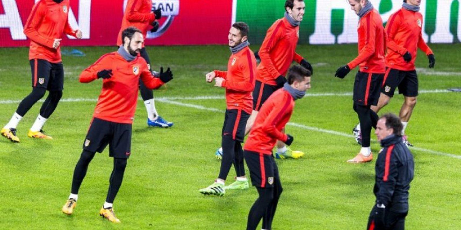 Jugadores del Atlético de Madrid durante un entrenamiento previo a un partido de Champions League frente al PSV Eindhoven. Foto:AFP