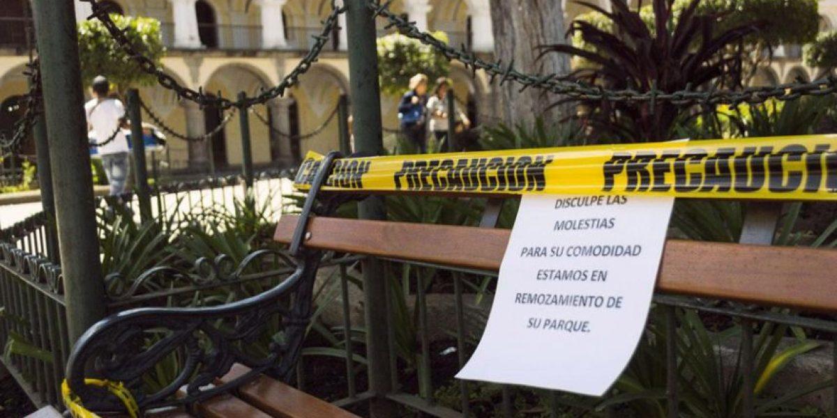 Realizan remozamiento de Plaza Central de La Antigua