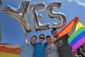 Con excepción de Irlanda del Norte, el matrimonio entre personas del mismo sexo es permitido en el resto del país, desde el 13 de marzo de 2014. Foto:vía Getty Images