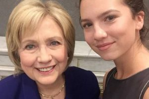 Hillary Clinton Foto:Vía Instagram/@maya_henry