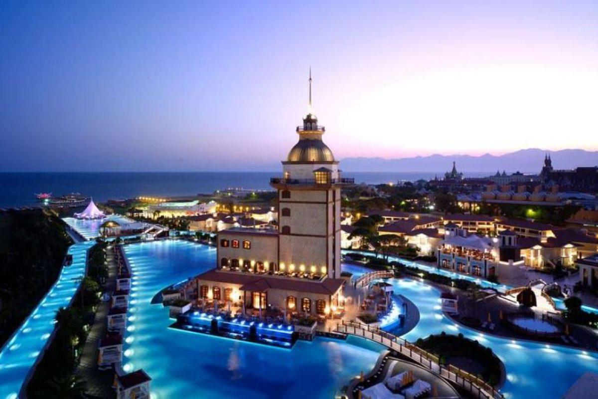 Mardan Palace, Turquía. Esta magnífica piscina se encuentra en el hotel Mardan Palace en Antalya, una ciudad en la costa mediterránea al suroeste de Turquía. Foto:Wikicommons