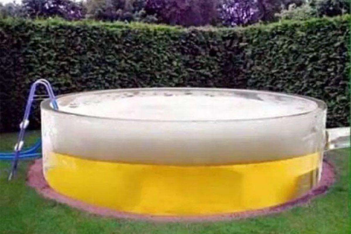 Tal vez pensaron que luciría así una piscina de cerveza Foto:Imgur