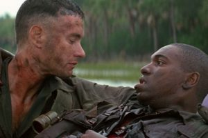"""La cinta """"Forrest Gump"""" está basada en la novela homónima del escritor Winston Groom. La película ganó en 1994 los Óscars a mejor película, mejor director, mejor actor, mejor guion adaptado, mejores efectos visuales y mejor montaje. Foto:Paramount Pictures"""
