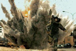 """""""Zona de miedo"""" es una película estadounidense de 2008 que relata el día a día de una brigada estadounidense de artificieros desplegada en Irak. Ganó el premio a mejor película de ese año. Foto:Kingsgate Films / Summit Entertainment"""