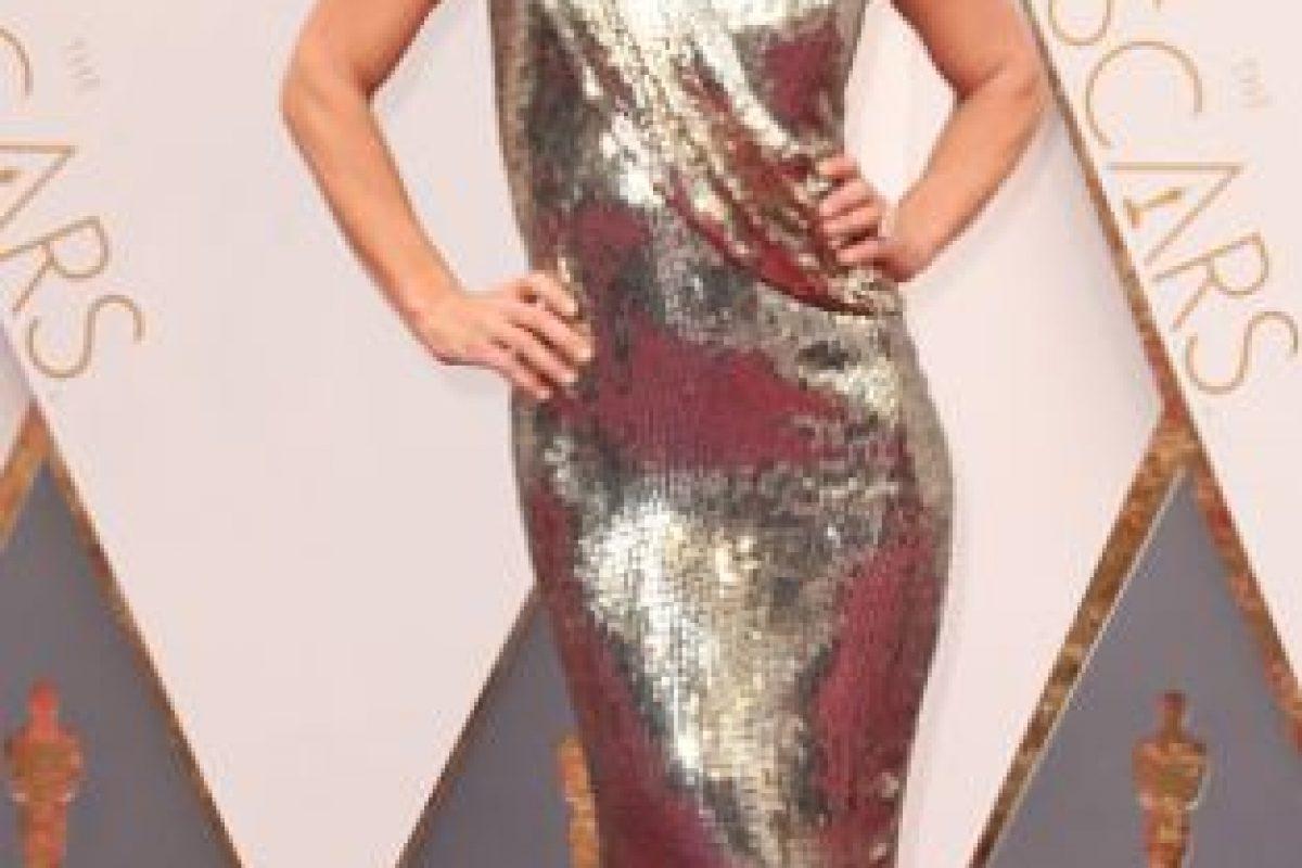 Debbie Matenoupulos también arrastra el vestido. Foto:vía Getty Images