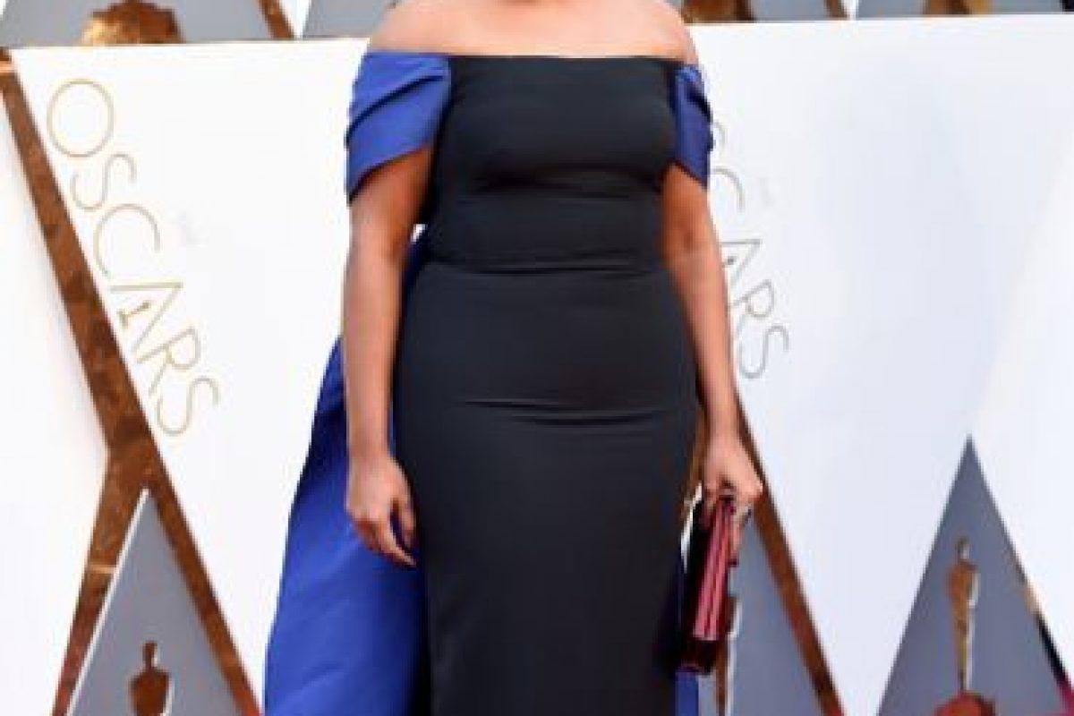 Mindy Kalling, con pedazos de bandera con un vestido que parece de algodón veraniego. Foto:vía Getty Images