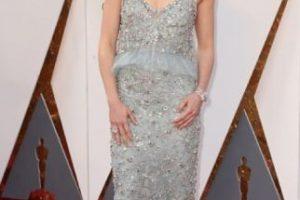 El largo del vestido, terrible, el escote peor, las arandelas tipo péplum ni hablar. Daisy Ridley debió elegir otra cosa. Foto:vía Getty Images