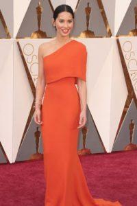 Con algo más contrastante en maquillaje, Olivia Munn habría sido la reina del glamour. Foto:vía Getty Images
