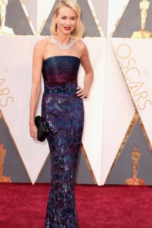 A excepción del collar, todo es perfecto en Naomi Watts. El pelo y el contraste con el maquillaje. Foto:vía Getty Images