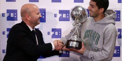 Luis Suárez recibe trofeo al mejor latinoamericano de la Liga española