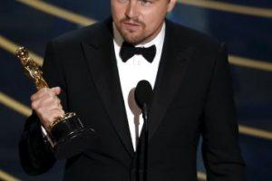 """Y finalmente vimos a """"Leo"""" con su Oscar en la mano Foto:Getty Images"""