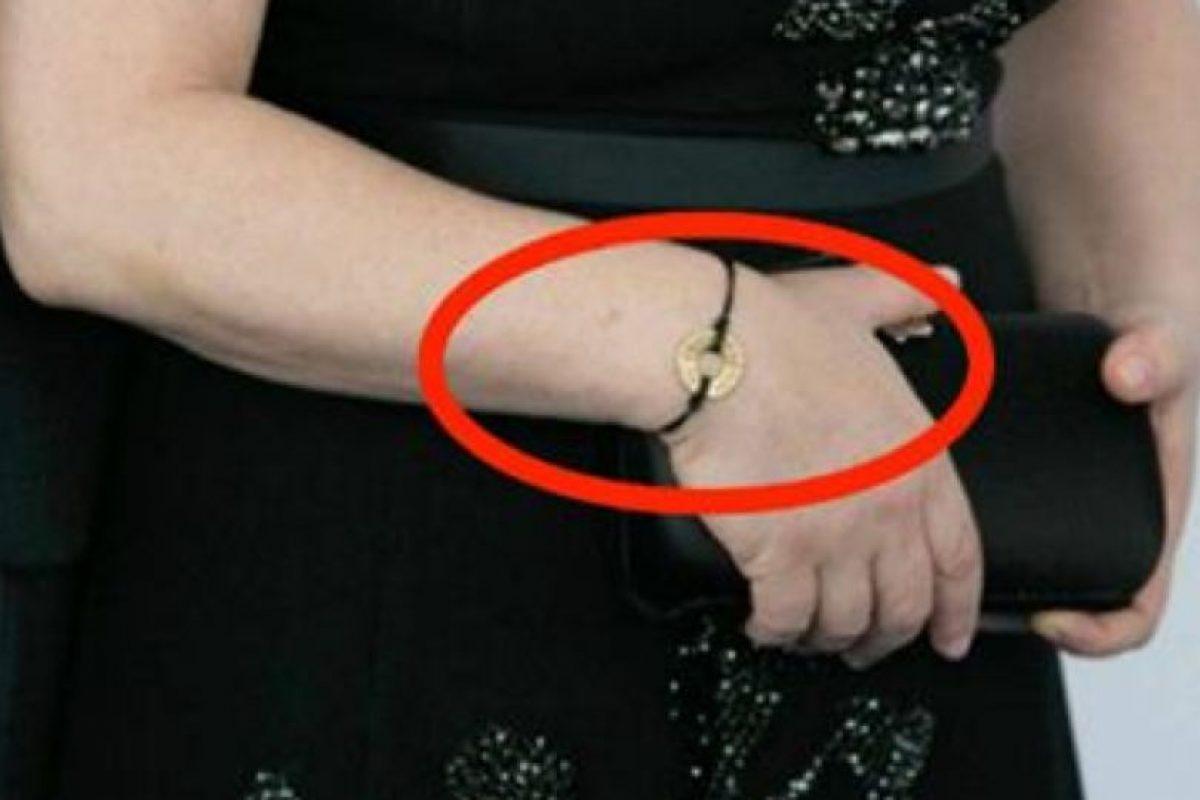 Así es la pulsera en apoyo al control de armas que utilizaron algunas celebridades. Foto:People magazine