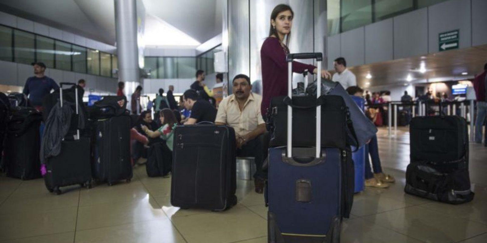 Pasajeros esperan para abordar sus vuelos en el Aeropuerto Internacional La Aurora. Foto:Publinews